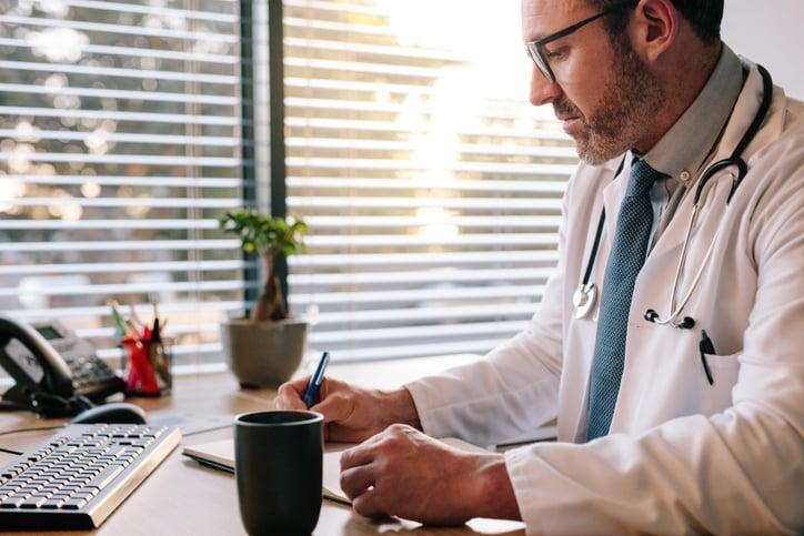 Diferença entre a clínica ampliada e o modelo convencional de atenção em saúde