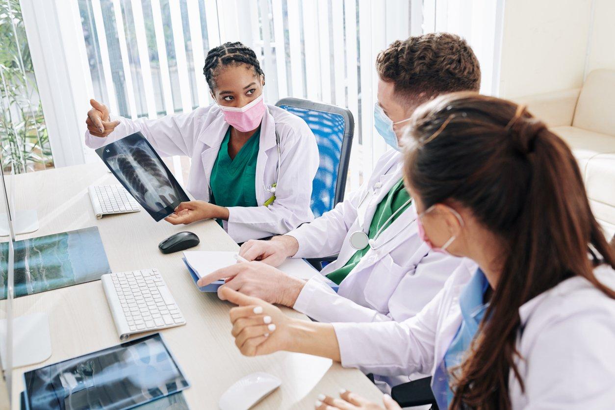 Quais benefícios os médicos e pacientes podem ganhar no modelo de clínica ampliada