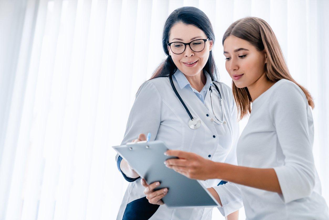 Qual é a diferença entre atestado de comparecimento e outros tipos de atestado médico