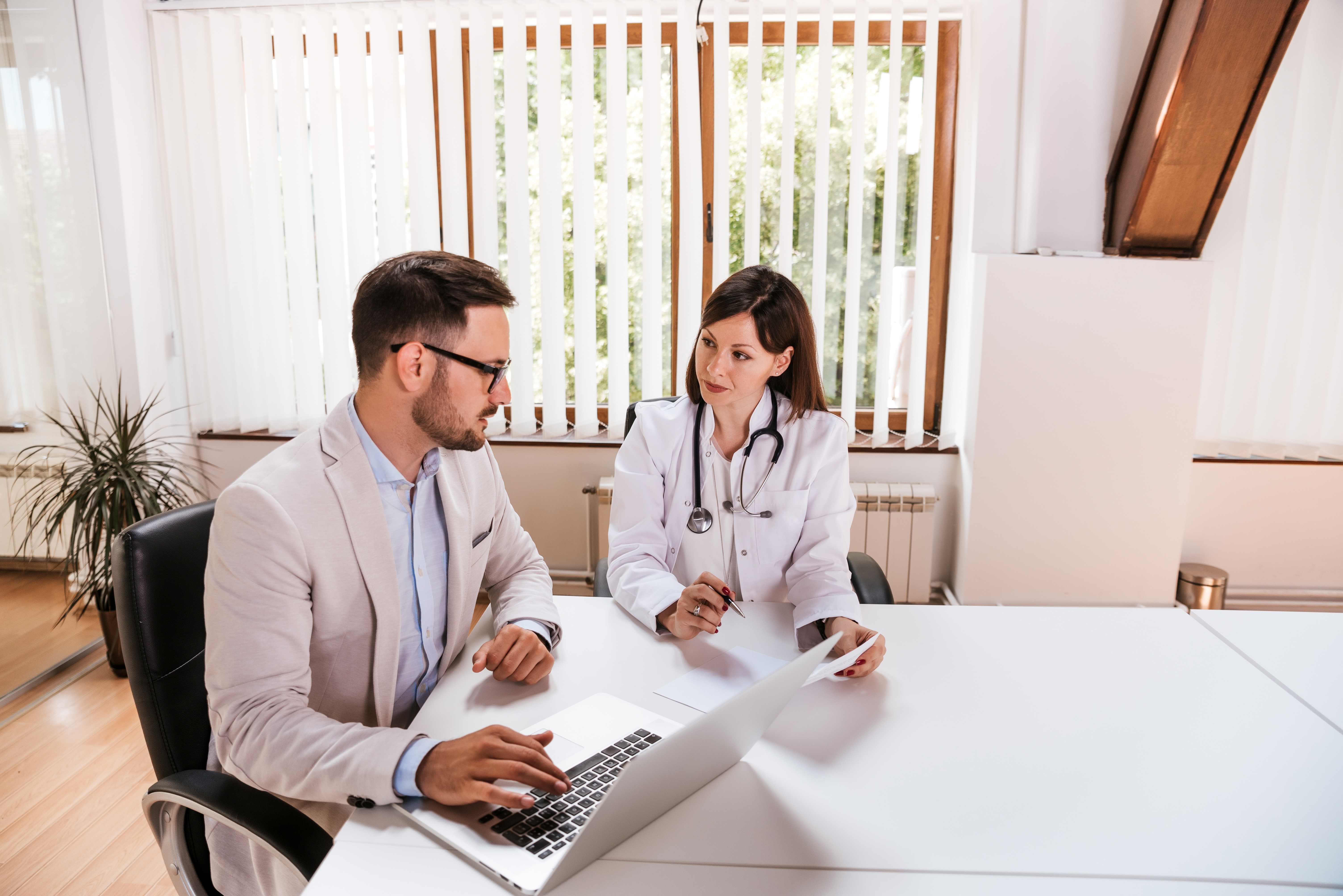 Female-doctor-discussing-with-manager.-966280470_6016x4016